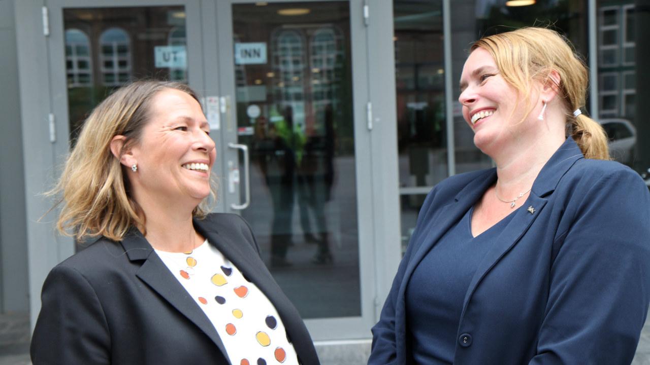 HR-direktør Josefine Janson (tv) og HR-leder Linn Groth Dyrkorn i hotellkjeden Radisson. (Foto: Baard Fiksdal
