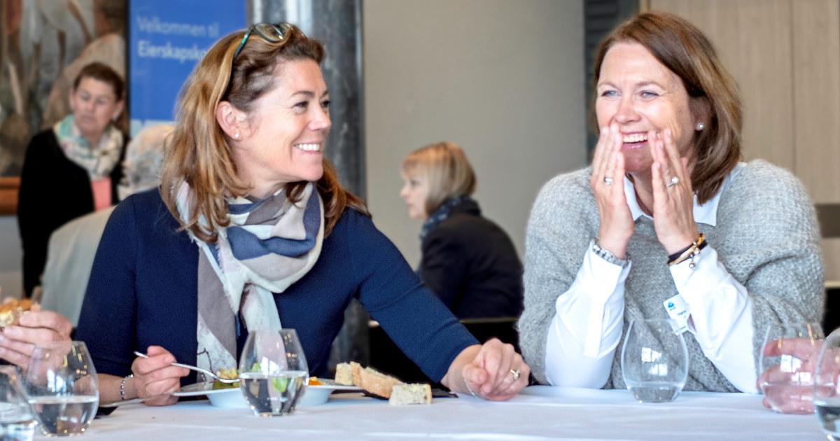 Kristin Skogen Lund i samtale med Hanne Markussen Eek, Franzefoss Minerals, under Eierskapskonferansen 2018.