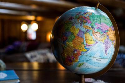Den stadig økte globaliseringen av økonomien setter skattesystemet på prøve. Omlegging må til.