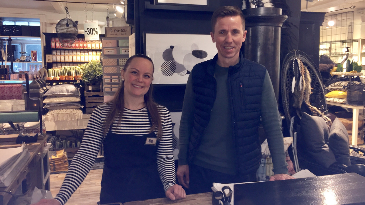 Frank Angelvik og Nina Bye i Kremmerhusets butikk i Sommerveita i Trondheim