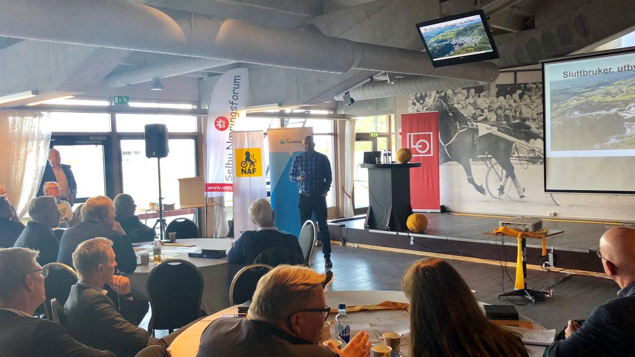 Vegard Olsen taler til deltakerne på Vegkonferansen 2018