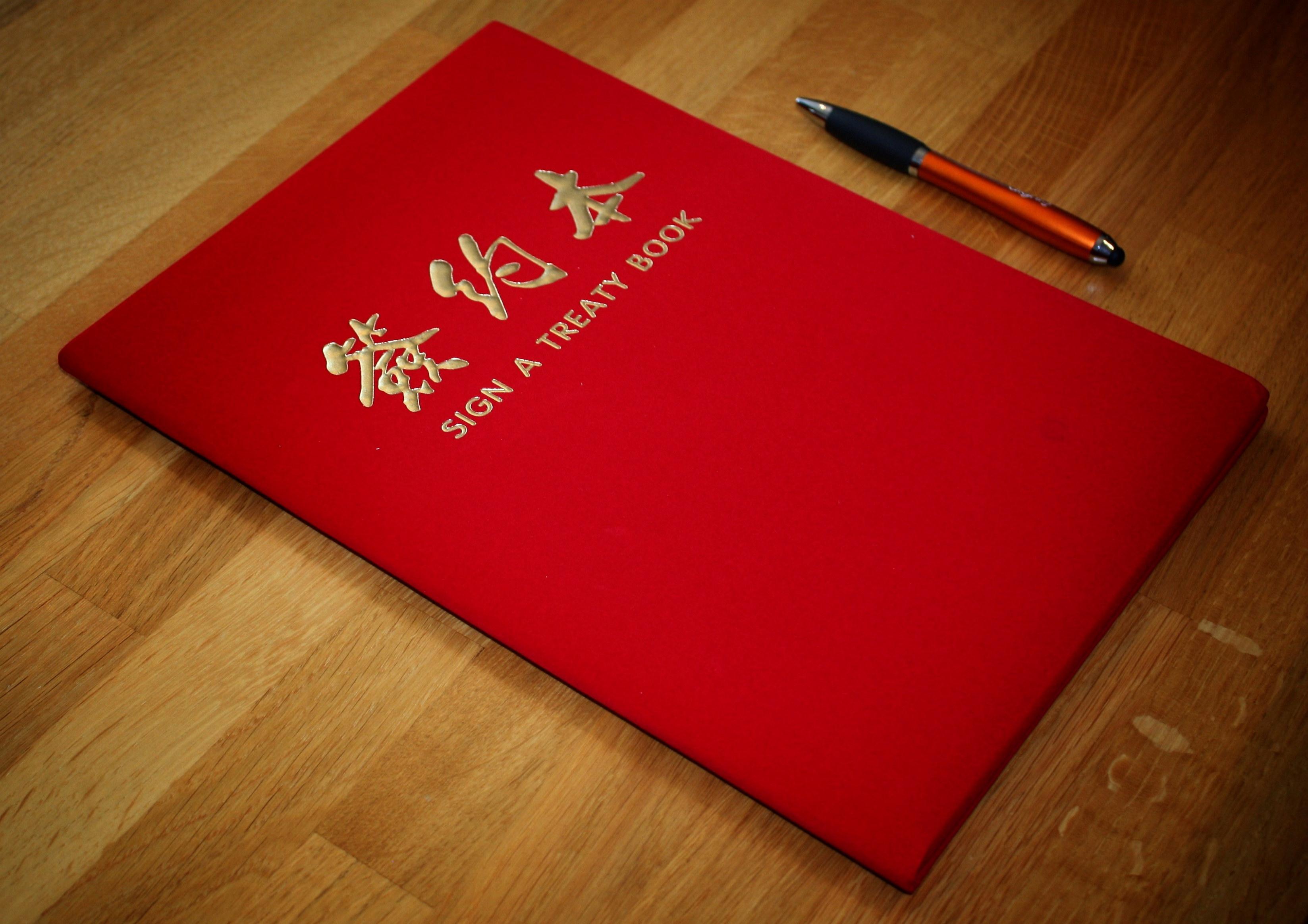 Signeringsbok for avtale mellom det norske helseteknologiselskapet Dignio og sykehuset St. Mount i Shanghai.