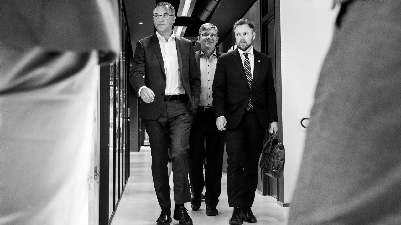 Leder Morten Dalsmo (t.v.) i styringsgruppen for Digital21 kunne denne uka overlevere sin rapport til næringsminister Torbjørn Røe Isaksen (H).
