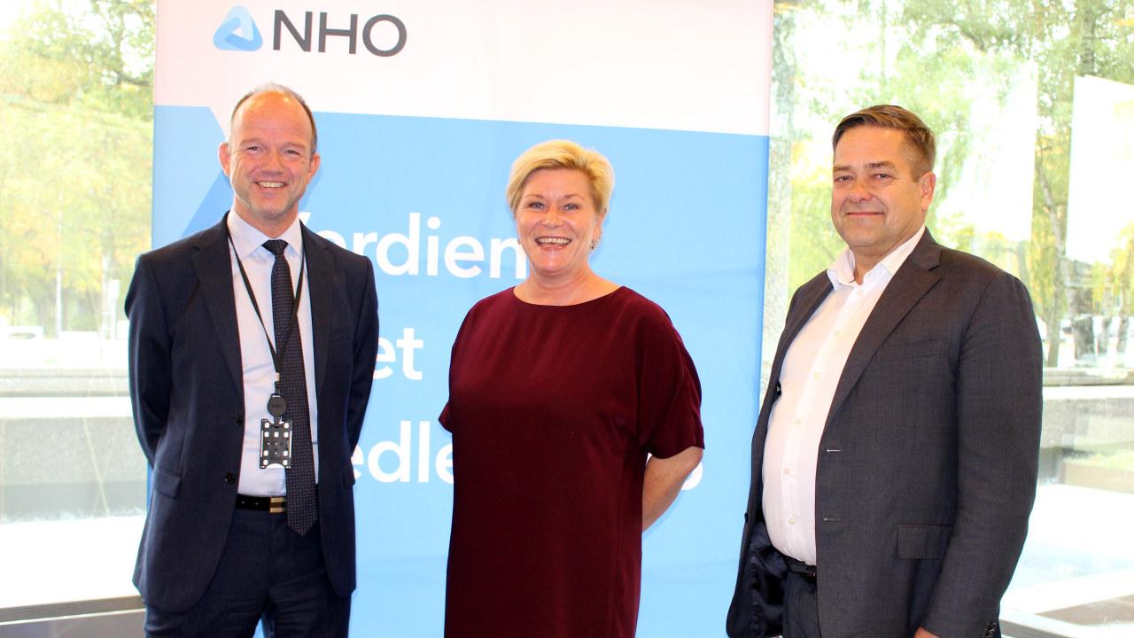 Finansminister Siv Jensen sammen med fungerende adm. dir. i NHO, Ole Erik Almlid og leder av NHOs Eierforum, Heine Wang.