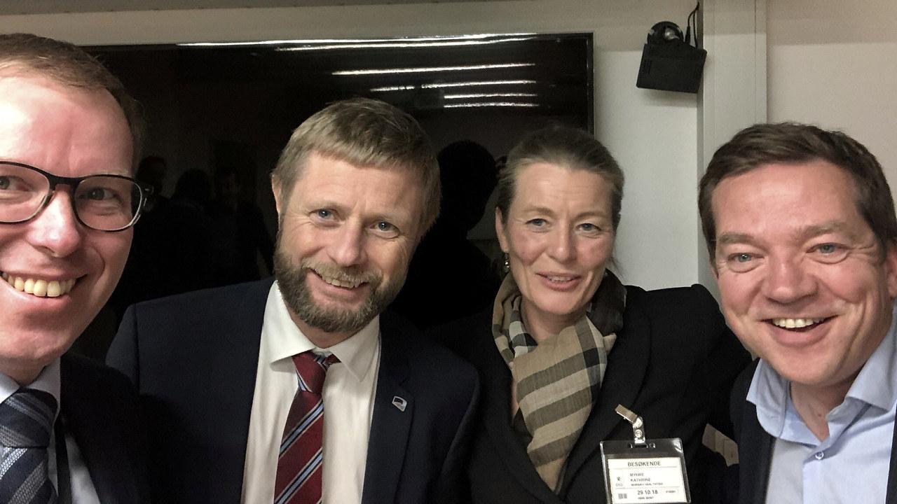 Nylig var administrerende direktør Håkon Haugli i Abelia, administrerende direktør Kathrine Myhre i Norway Health Tech og leder for helse og bærekraft i Abelia, Tarje Bjørgum på besøk hos helse- og omsorgsminister Bent Høie for å diskutere innovasjon i helsetjenesten.