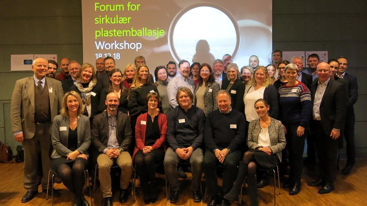 Alle deltakerne på første workshopen i Forum for sirkulær plastemballasje.