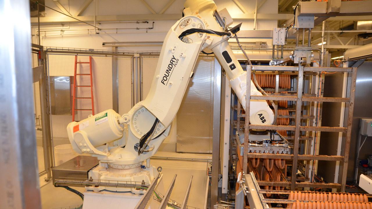 En robot som lager pølser