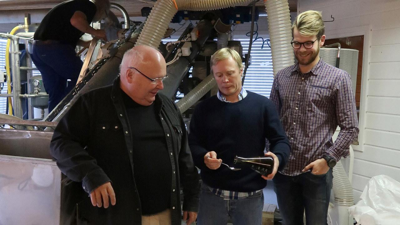 Fra venstre Arne Johannes og Hans Christian Grønn fra Glommen Technolgy og Oskar Aalde fra Innovasjon Norge.