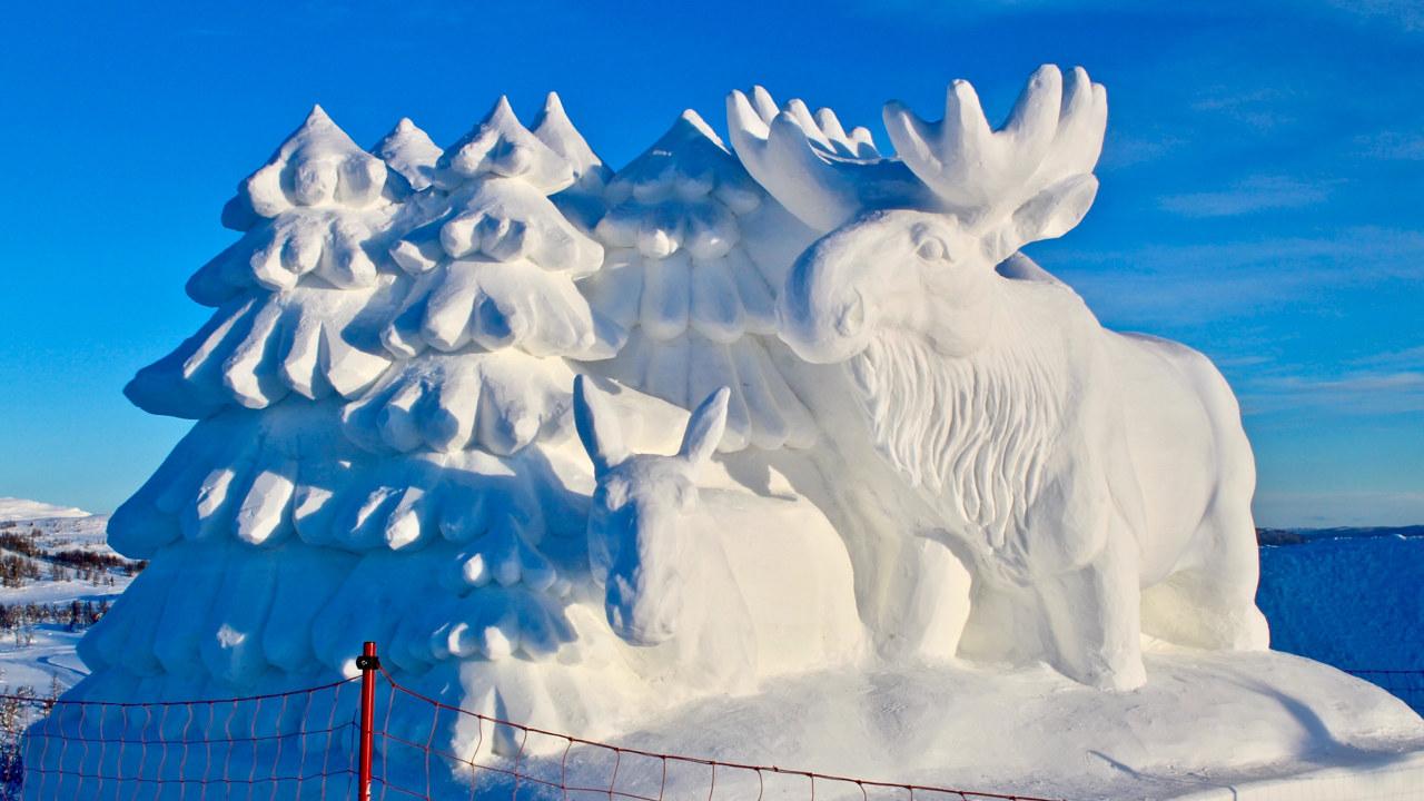 Snøskulptur på Beitostølen