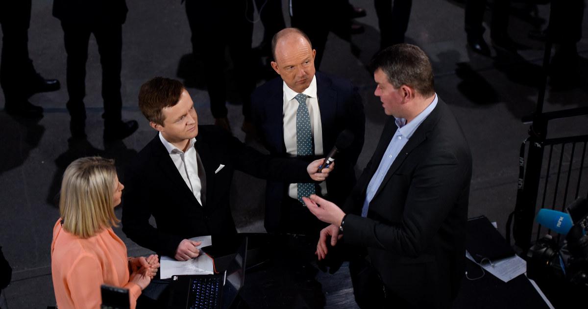 NHOs leder Ole Erik Almlid og LOs leder Hans-Christian Gabrielsen i samtale med pressen under NHOs årskonferanse 2019.