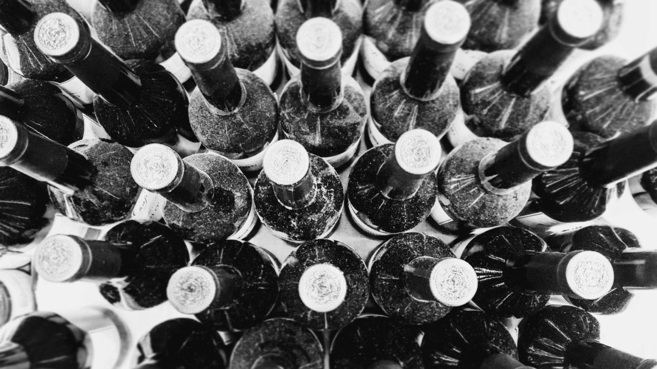 Flasker setter ovenifra