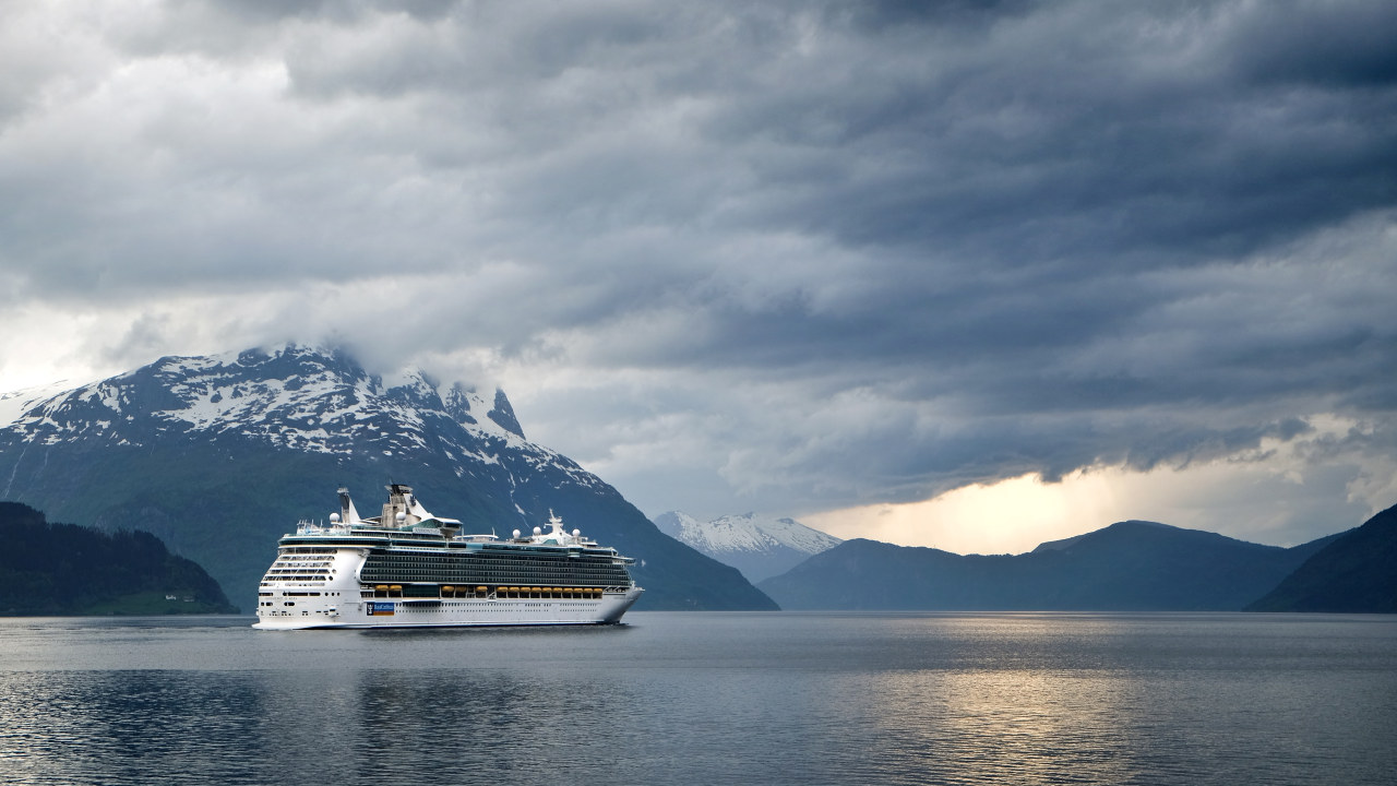 Cruiseskip i Nordfjord. Foto: Photo by Steinar Engeland / Unsplash