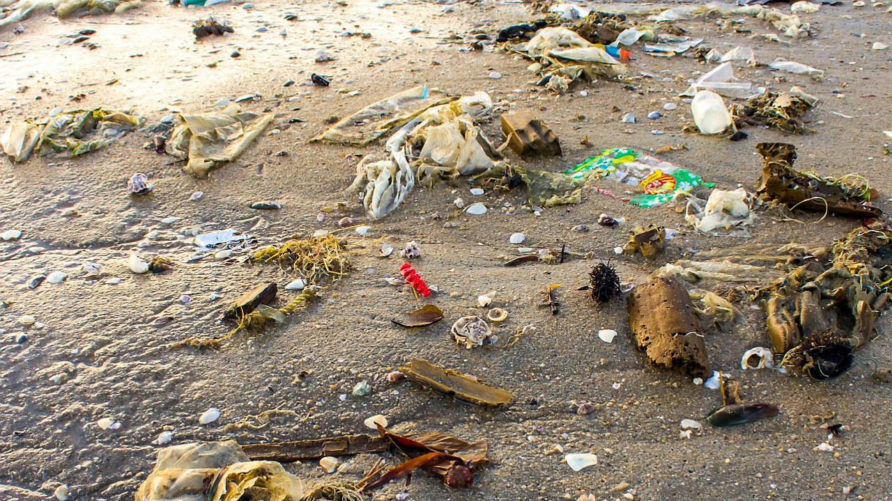 Mange av verdens strender drukner i søppel