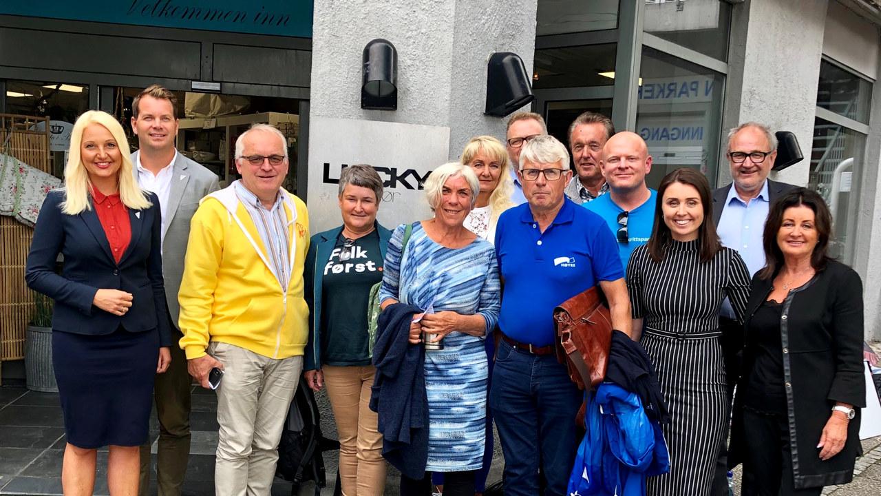Disse deltok på dialogmøte om fagopplæring i regi av NHO Agder: Mirell Høyer-Berntsen (SV), Frederick Høyer-Berntsen (SV), Bjørn Ropstad (KrF), Beate Johnsen (V), Birte Simonsen (MDG), Kristin Farbergshaven (Sam Eyde vgs), Trond Madsen (NHO), Arne Thomassen (H), Anders Lyche (Lucky Frisør), Steinar Bergstøl Andersen (Frp), Tara Lyche (Lucky Frisør), Fred Skagestad (NHO) og Noreen Lyche (Lucky Frisør).