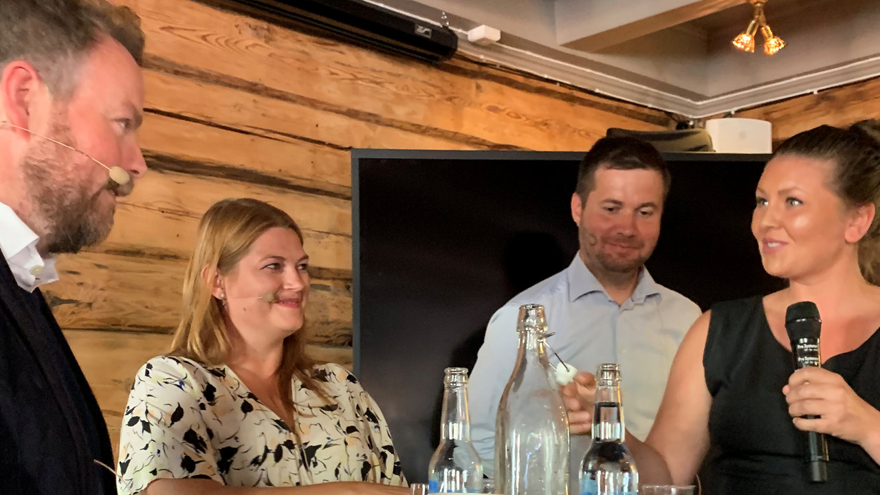 Maud Halvorsen fra Geiranger Hotell presenterte sine utfordringer som hotelleier for Næringsminister Torbjørn Røe Isaksen, medlem i næringskomiteen for AP Cecilie Myrseth og Geir Pollestad (Sp) under småbedriftsdagen under Arendalsuka 2019.