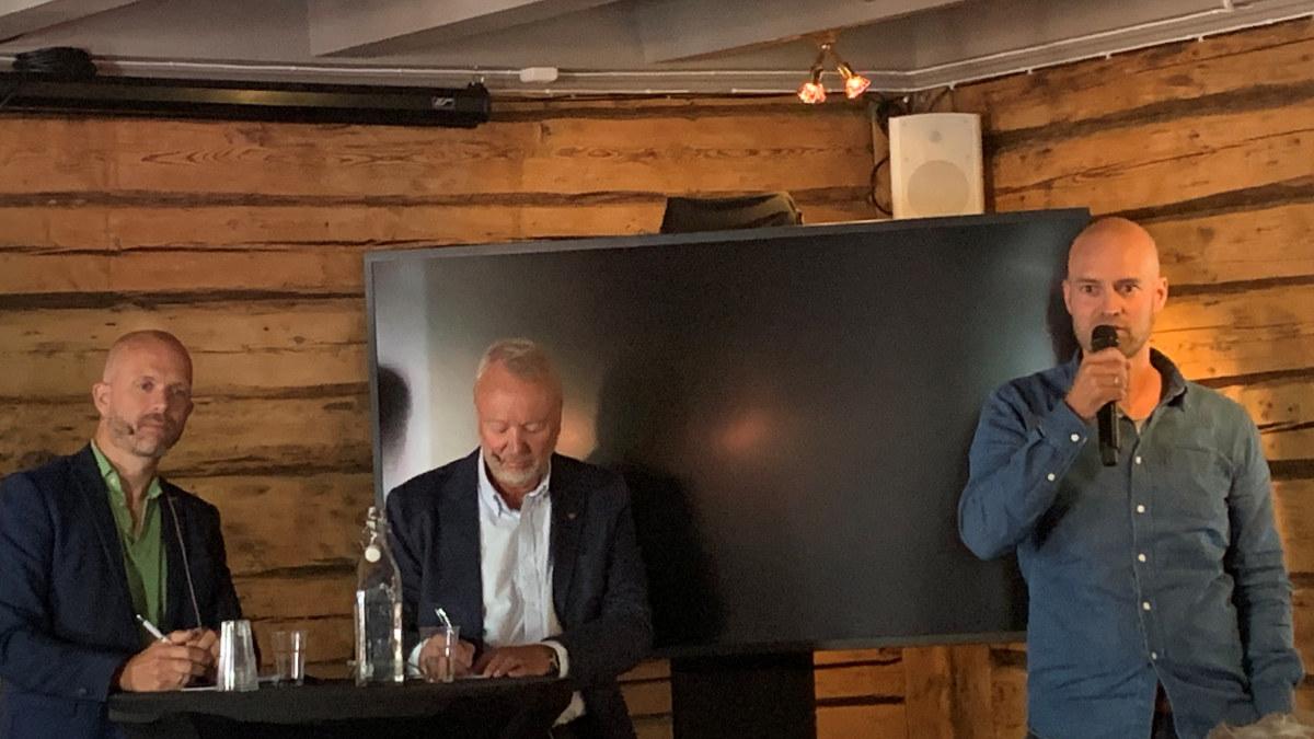 Daglig leder for Canvas Hotell, Vebjørn Haugerud snakker til lokalpolitikerne under småbedriftsdagen under Arendalsuka 2019
