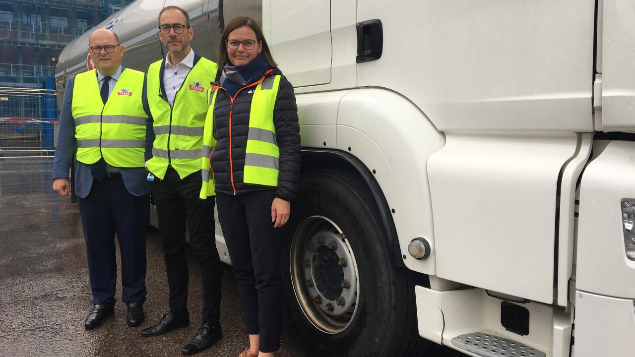 Petter Haas Brubakk, administrerende direktør NHO Mat og Drikke, Vidar Hauane, direktør for tanktransport i Tine og Anna Brustad Moe i NHO Trøndelag.