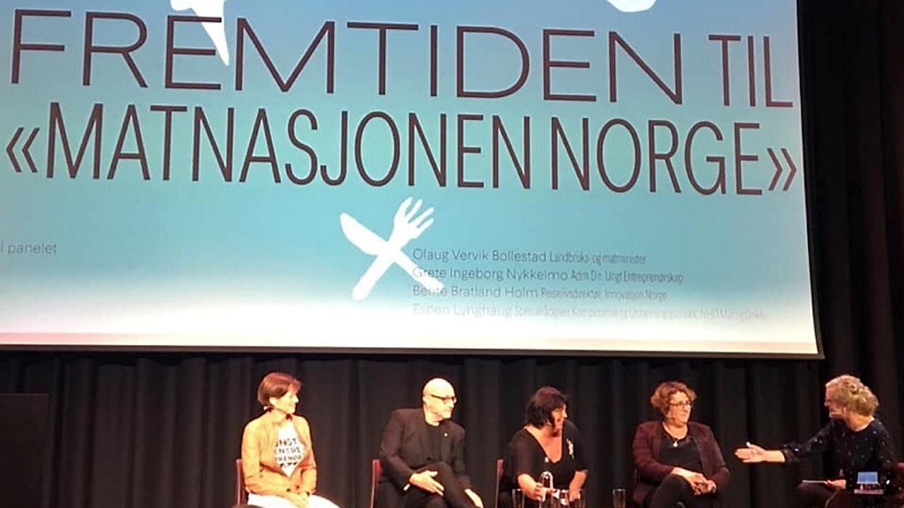 Deltakerne på scenen under åpningen av Matstreif
