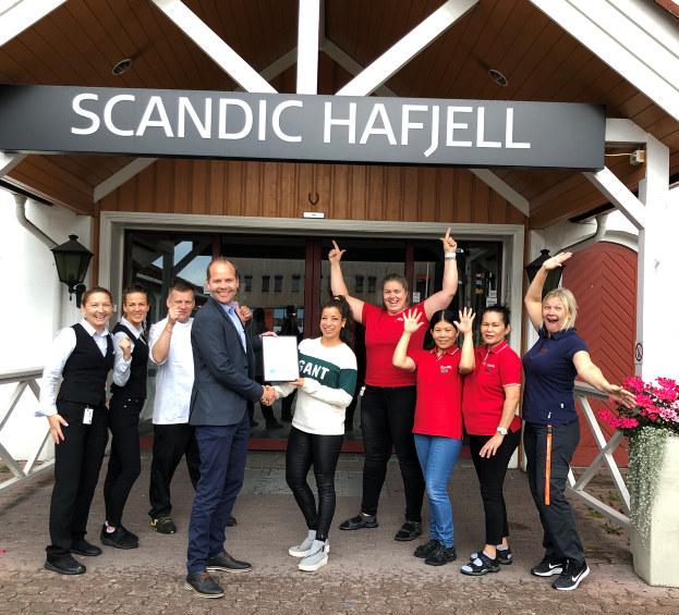 - Vi gratulerer Scandic Hafjell som månedens bedrift for september 2019. Scandic Hafjell vist at det er mulig å snu underskudd til en gevinst og bevaring av lokale arbeidsplasser. Det er flere som har spilt på lag av både eiere og ansatte og resultatet er at bedriften kan levere til det beste for gjestene, de ansatte og lokalsamfunnet, sier rådgiver Linn Alicia Slora Kristiansen i NHO Innlandet.