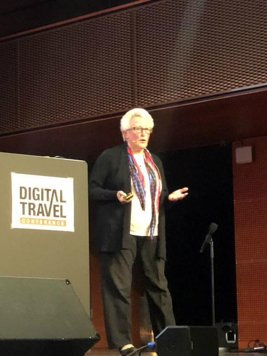 Anna Pollock på scenen under Norwegian Digital Travel Conference 2019