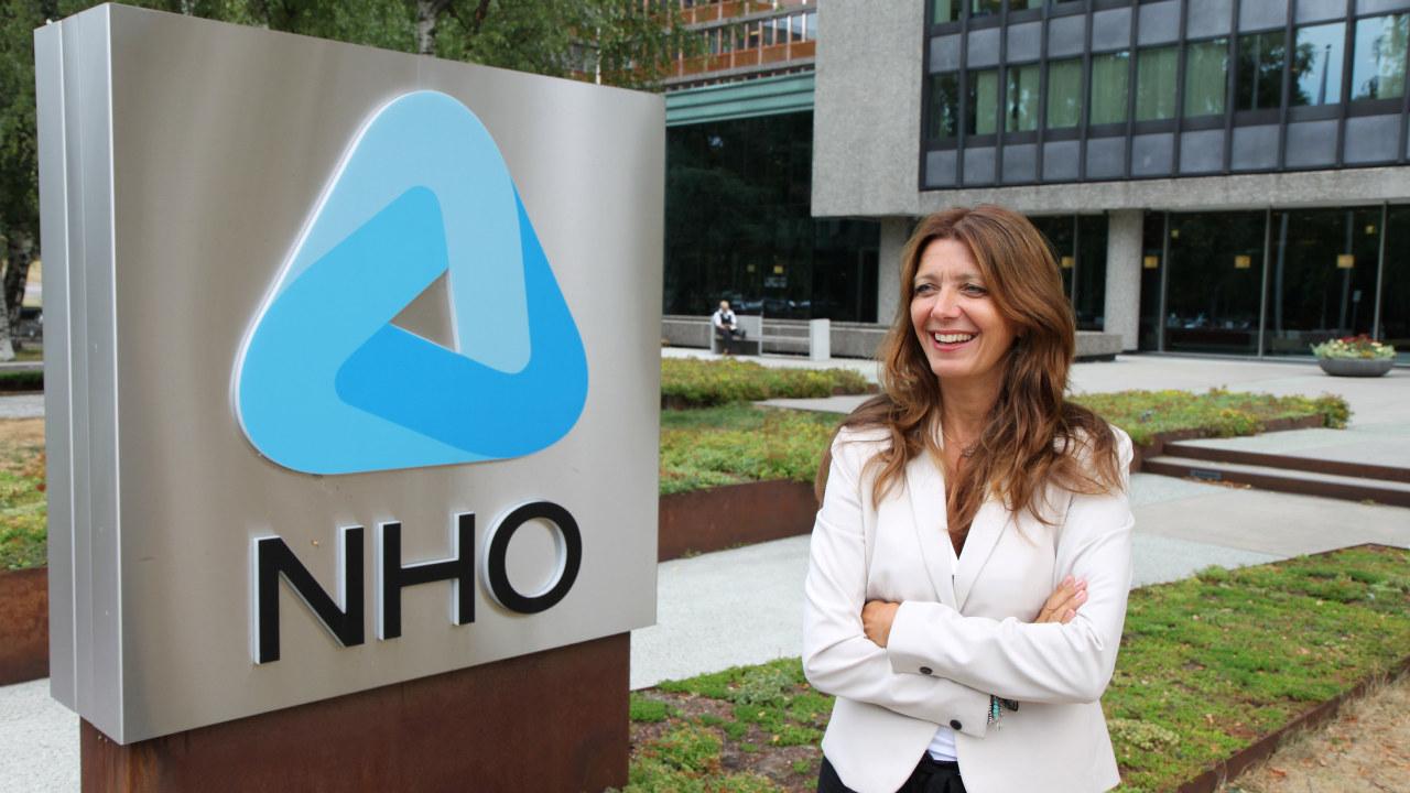 dame foran NHOs logo