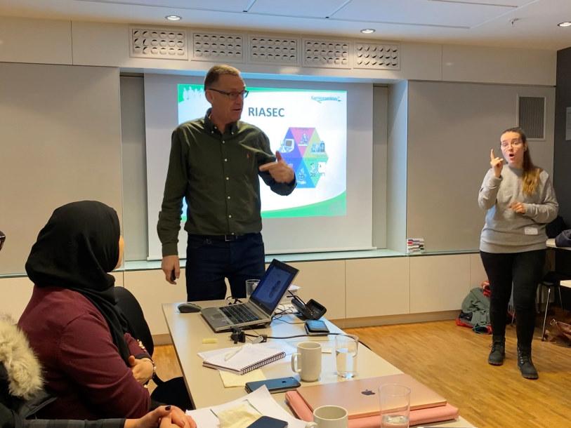 Karriereveileder unge og flyktninger med Jobpics