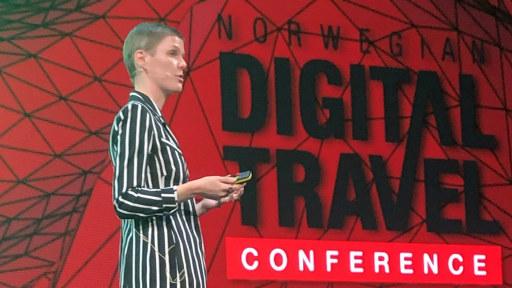 Signe Jungersted på scenen under Norwegian Digital Travel Conference i 2019