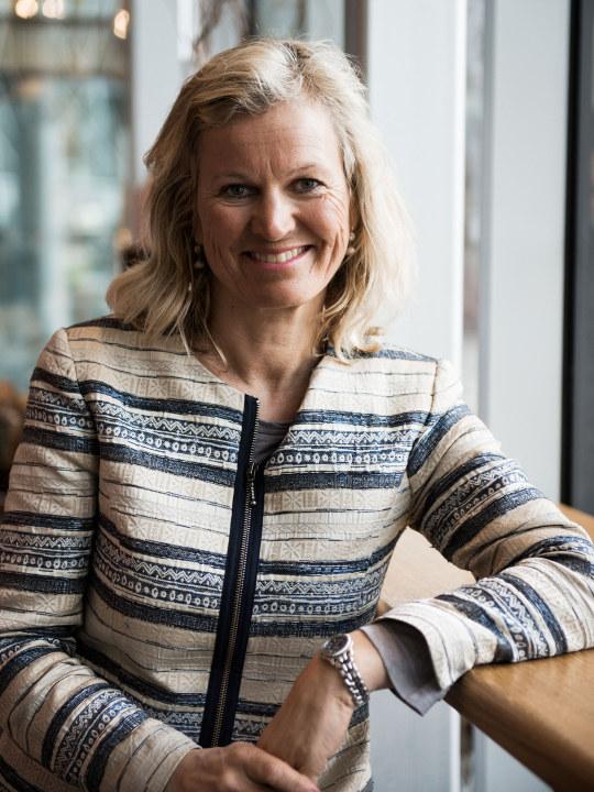 Bilde viser en smilende dame