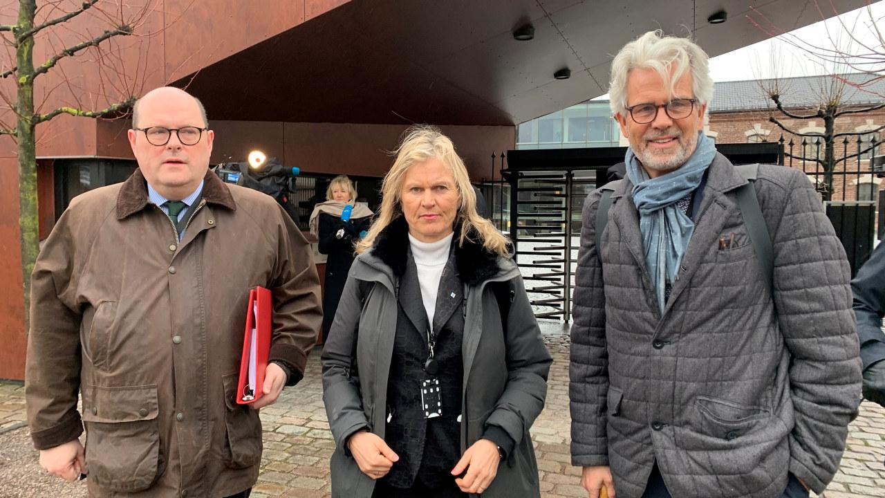 Petter Haas Brubakk (NHO Mat og Drikke), Kristin Krohn Devold (NHO Reiseliv) og Jon Sandnes (BNL) utenfor SMK 15.mars 2020