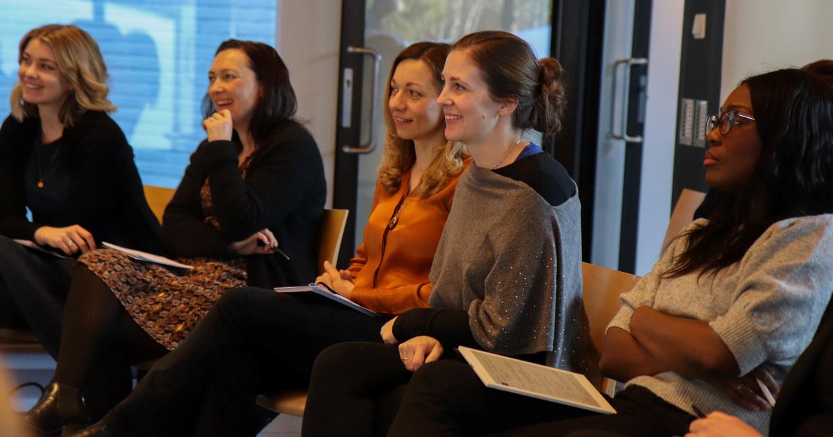 Deltakere på Female Future i 2020 hører på et foredrag.