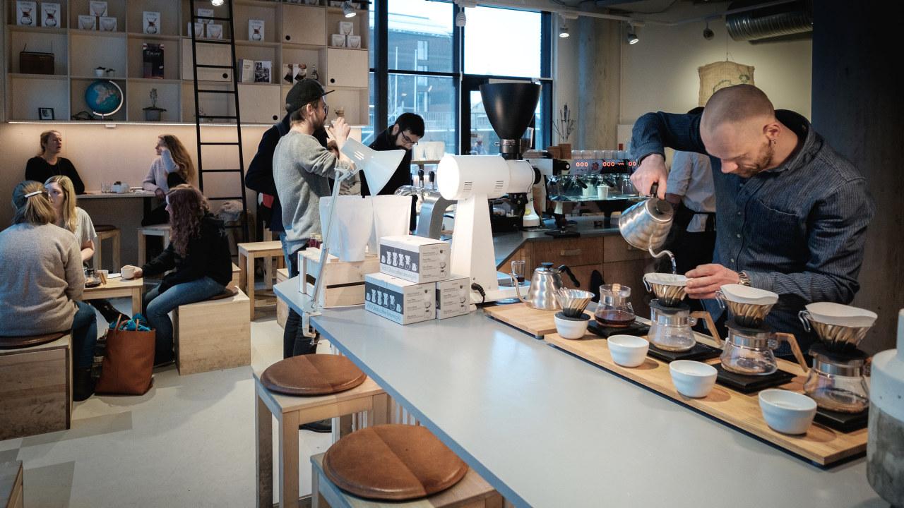 Mange serveringssteder har permittert ansatte
