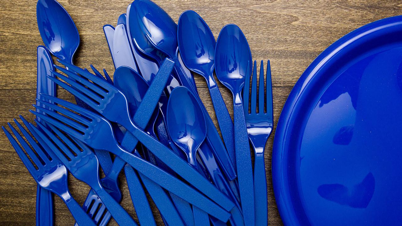 plastgafler og kniver