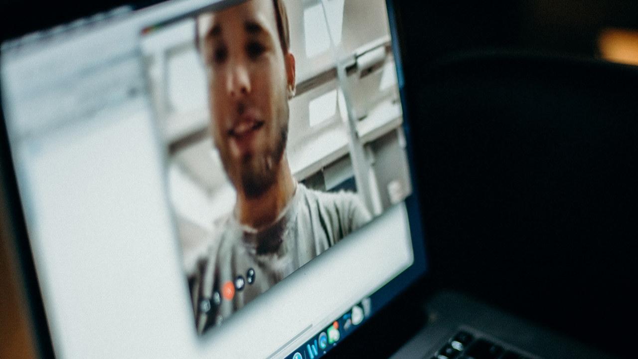 PC-skjerm med vidoe-møte