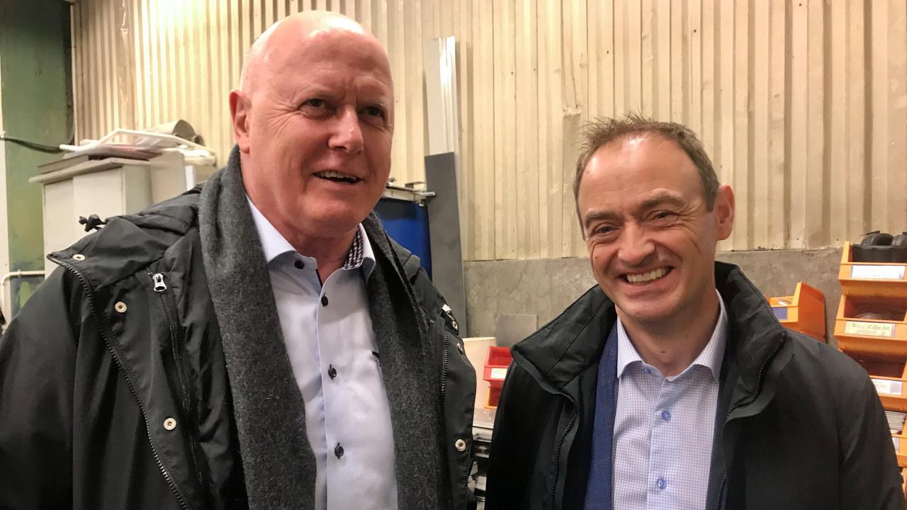 (T.v.) Karl Inge Rekdal, adm. dir i Sykkylven Stål og leder av NHOs forum for små og mellomstore bedrifter og Espen Remme, regiondirektør NHO Møre og Romsdal