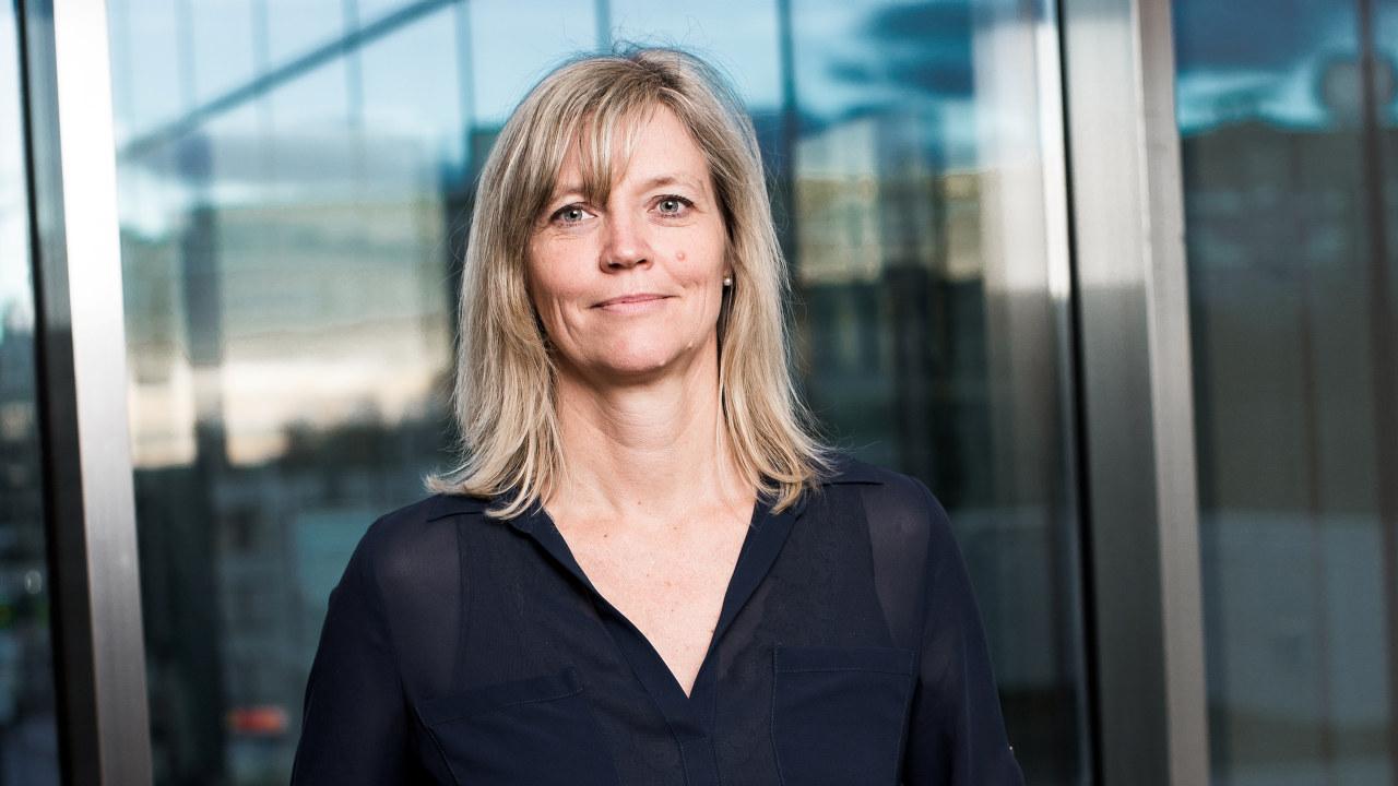 NHO har sammen med LO utarbeidet en veileder for hvordan bedriftene kan ivareta smittevernhensyn ved tilbakeføring til arbeidsplassen. Direktør for arbeidsliv i NHO, Nina Melsom, oppfordrer alle til å ta i bruk veilederen, som du finner lenke til i artikkelen.