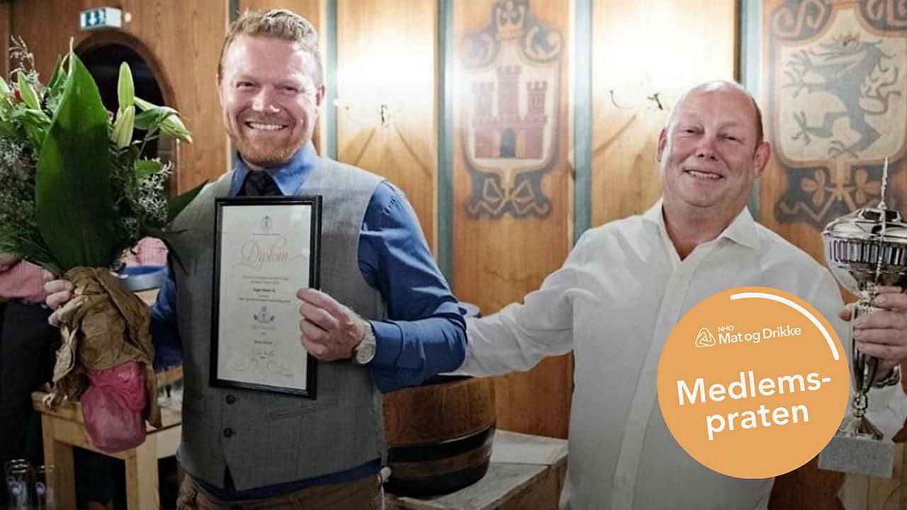 Mottar pris for årets bakeri 2018.