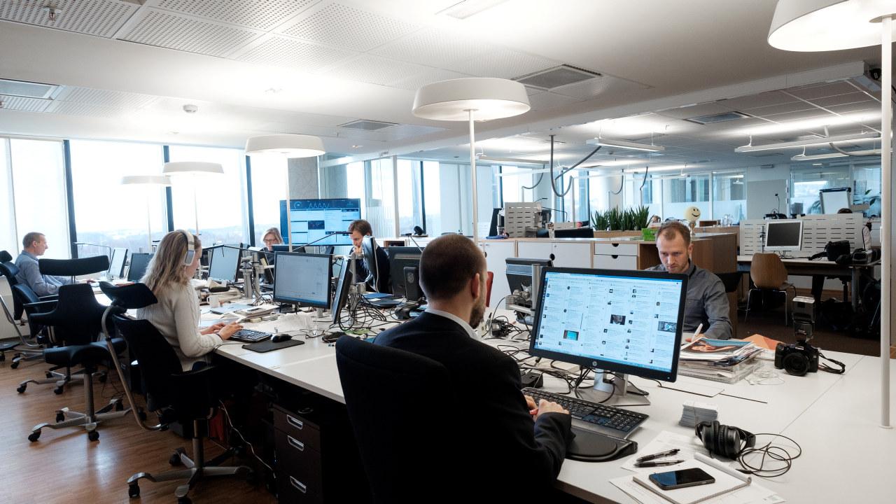 flere som jobber i åpent kontorlandskap