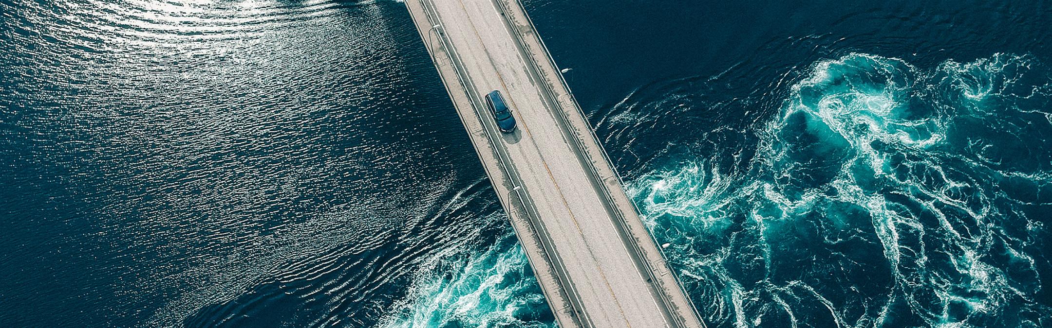 Bil kjøre over Saltstraumen
