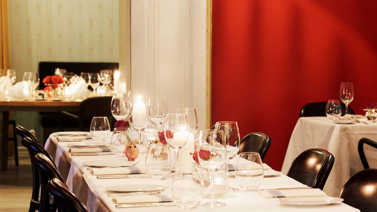 Dekket bord hos Karlsborg Spiseforretning, Oslo