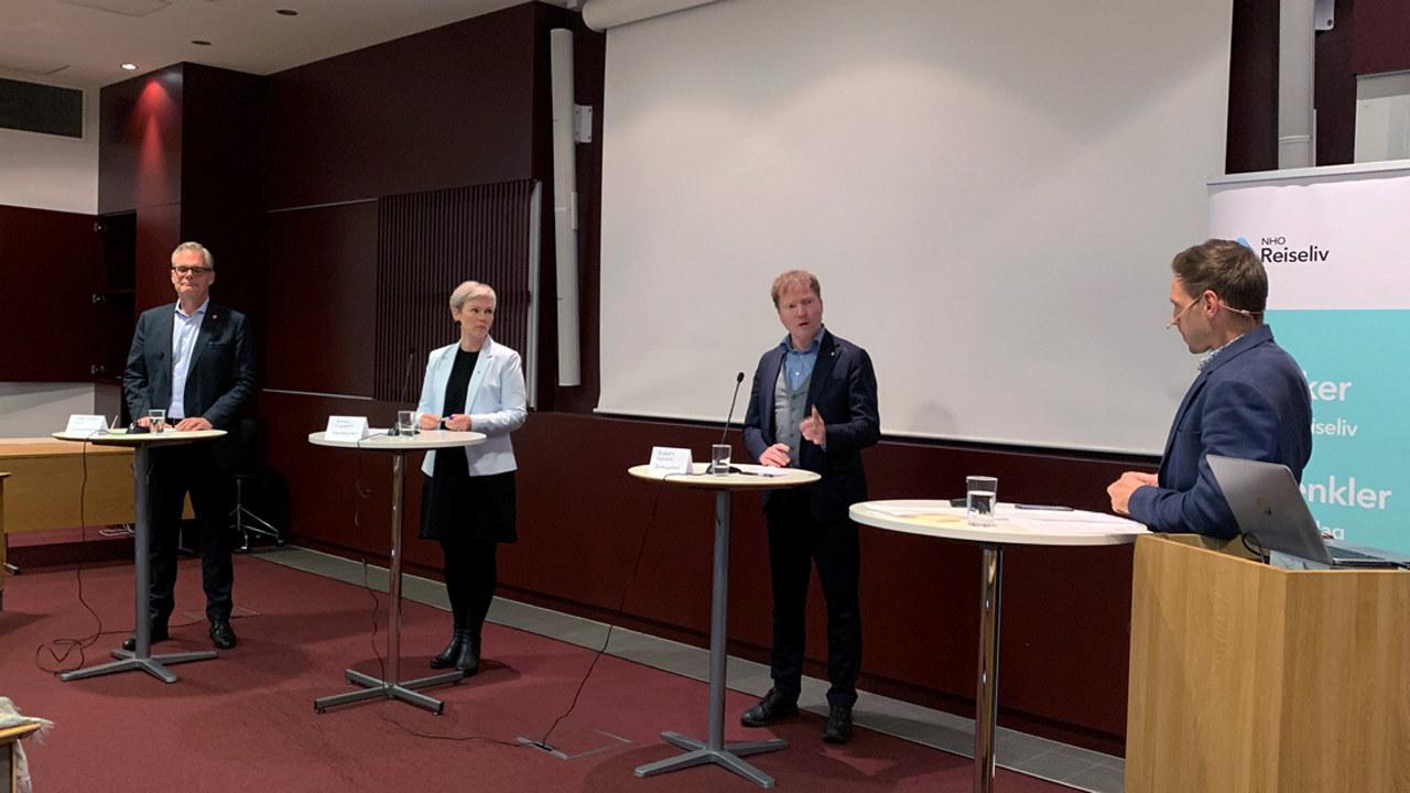 Frokostmøte om statsbudsjettet hos NHO Reiseliv, med stortingsrepresentanter fra Ap, Sp og Frp.