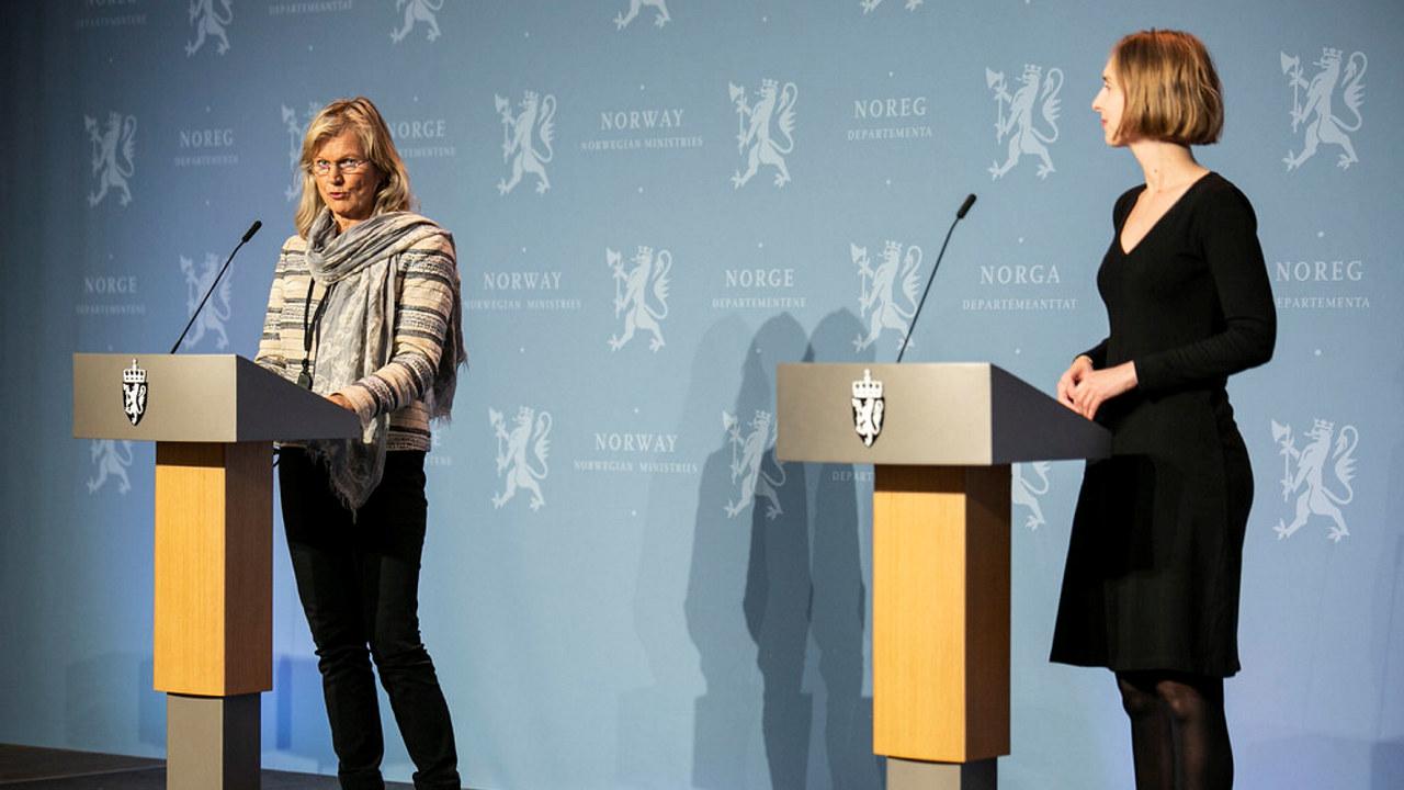 Kristin Krohn Devold og næringsminister Iselin Nybø under fremleggingen av en ny støttepakke for reiselivet i oktober 2020. Foto: NFD/Øyvinn Myge.