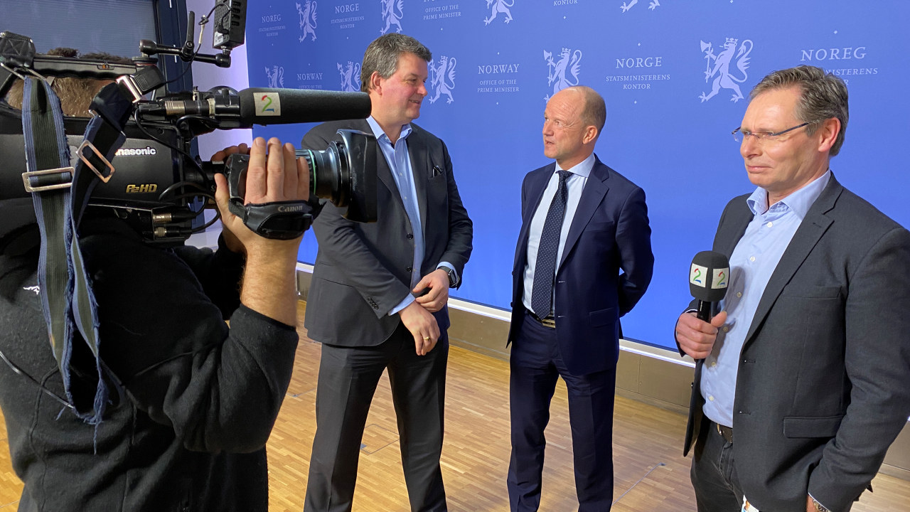 NHO-leder Ole Erik Almild og LO-leder Hans-Christian Gabrielsen etter regjeringens kontaktutvalg foran lønnsoppgjøret 2020.