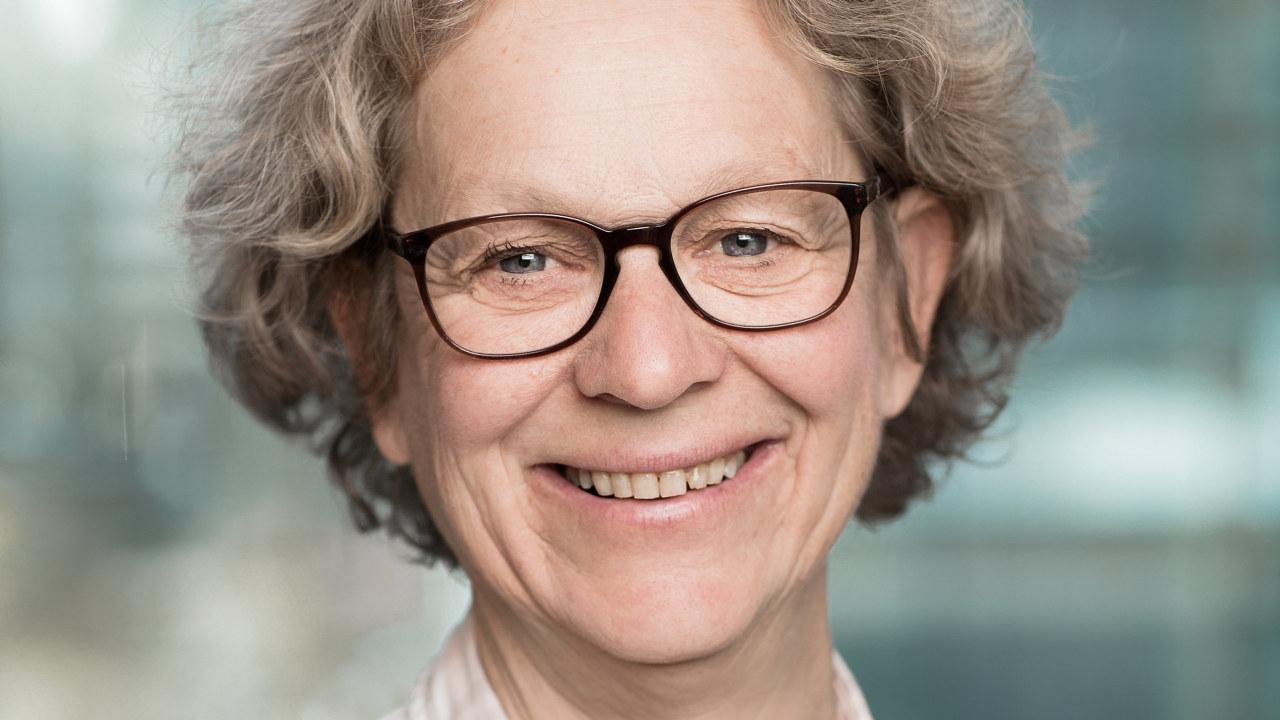 Portrettfoto av Anne Brit Slettebø, advokat i NHO Mat og Drikke.