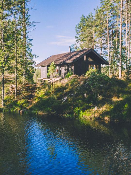 Oslomarka byr på lett tilgjengelig natur mye nærmere enn man tror. Huldreheim er DNT Oslos mest populære hytte for vinter og vårsesongen 2021. Foto: Marius Dalseg Sætre / DNT Oslo.