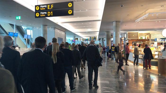Mennesker på en flyplass