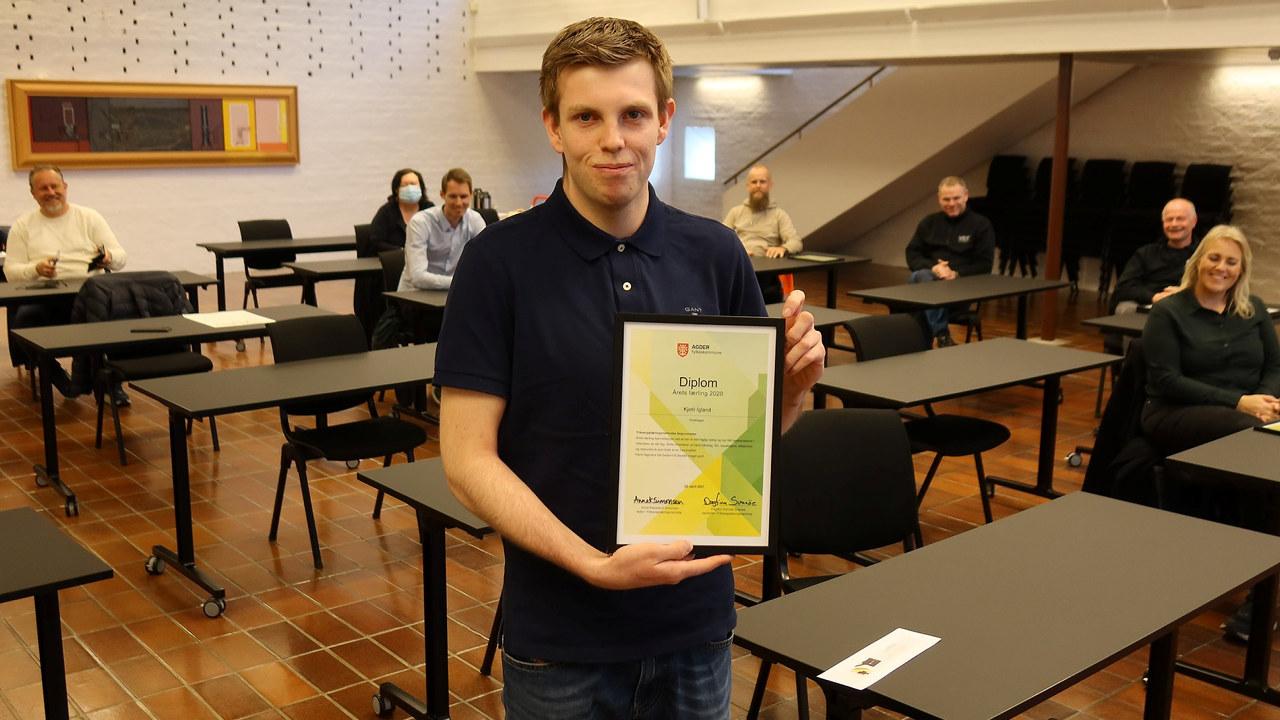 Årets lærling ble Kjetil Igland i kokkfaget. Han jobber til daglig hos Smag og Behag. Fotograf: Svein Sundsdal, NRK Sørlandet