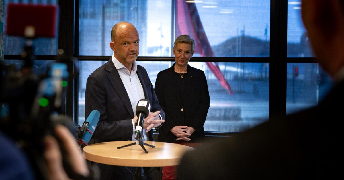 Ole Erik Almlid, administrende direktør i NHO, og Peggy Hessen Følsvik, leder i LO i bakgrunnen.