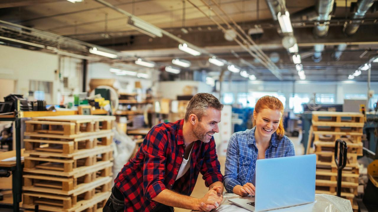 Gjennom kompetanseheving i regi av bedriftene sikres arbeidsplasserogindustri.