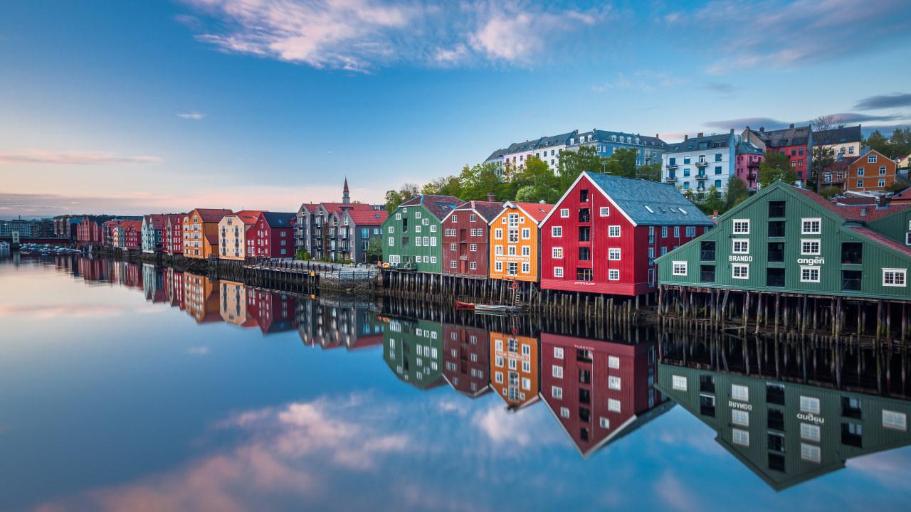 Illustrasjonsbilde av fargerike bryggehus i Trondheim.
