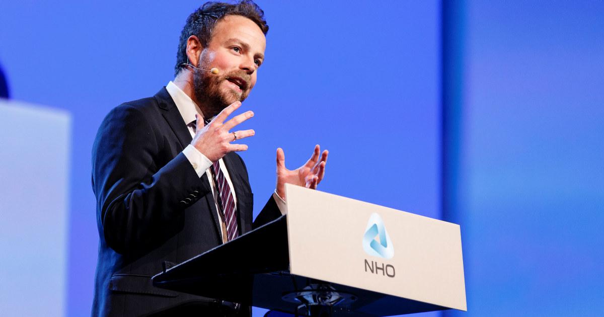 Arbeids- og sosialminister Torbjørn Røed Isaksen snakker på NHO-konferanse